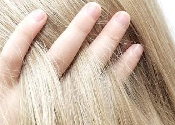 Расчесывать нужно сухие волосы