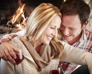 романтика вечером с мужем и вином