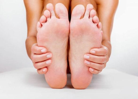 Как очистить пятки от огрубевшей кожи