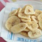 Обжаренные банановые чипсы