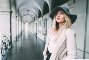 элегантная женщина: внешность и как одевается