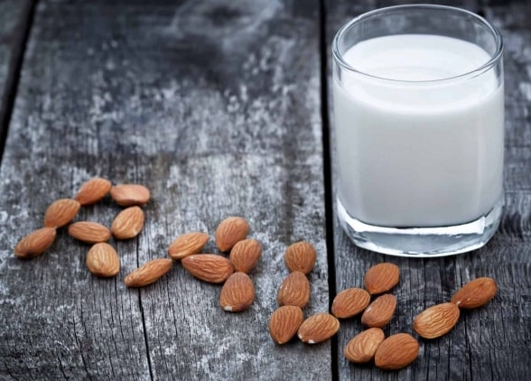 польза миндального молока